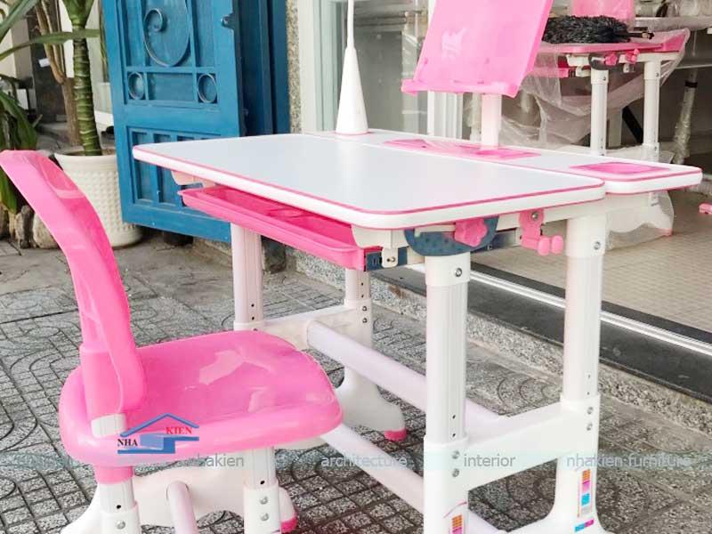 mẫu bàn học sinh chống gù màu hồng